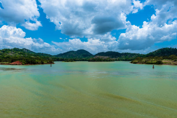 Blaue grüne Wasser des Gatun See – Foto