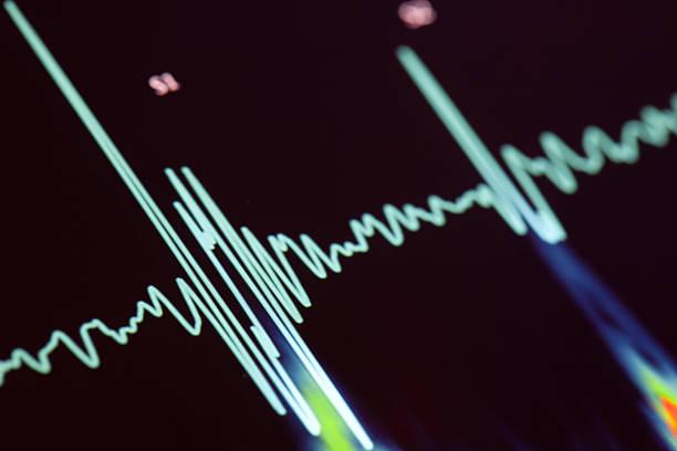 battement de coeur - rythme cardiaque photos et images de collection