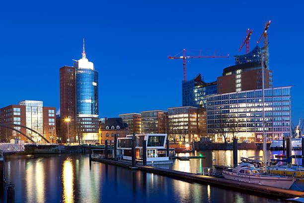 Blaue Stunde in der Hamburger Hafen – Foto