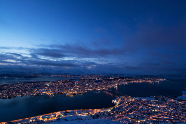 Blaue Stunde über Tromsø, Norwegen – Foto