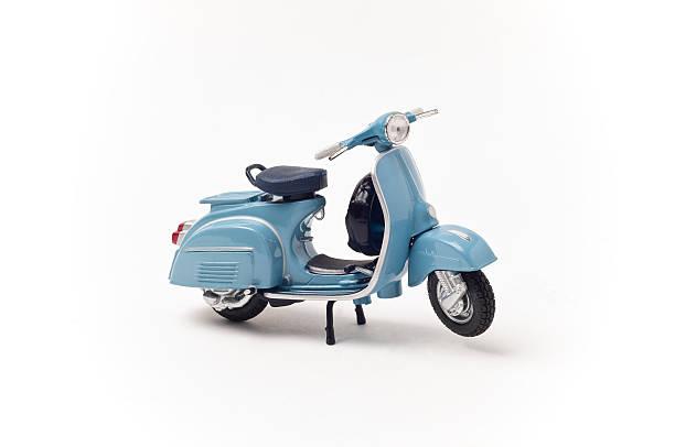 scooter vintage italiano - vintage vespa fotografías e imágenes de stock