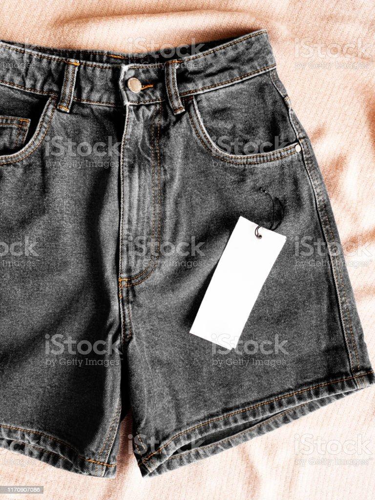 Pantalones Cortos De Jean Azul Pantalones Cortos De Jean Pantalones Vaqueros Cortos De Moda Para Las Mujeres Foto De Stock Y Mas Banco De Imagenes De A La Moda Istock