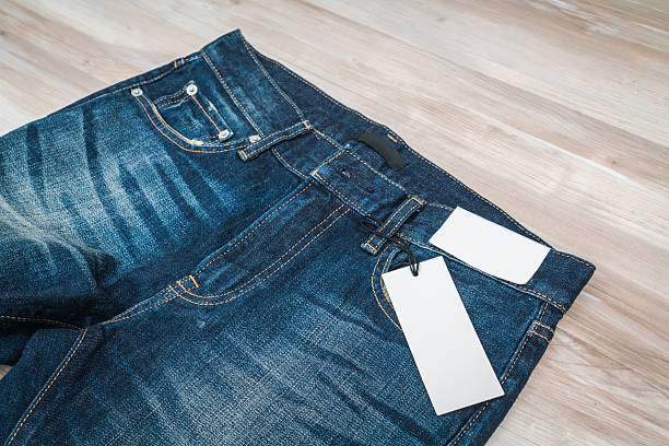Blue jeans with price tag – Foto