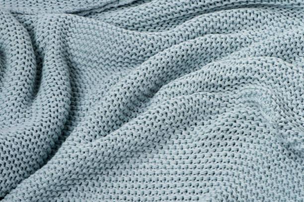 blauw gebreide plaid close-up gestructureerde achtergrond - deken stockfoto's en -beelden