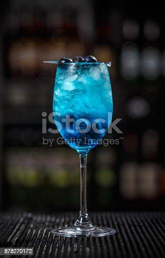 istock Blue lagoon cocktail 878270172