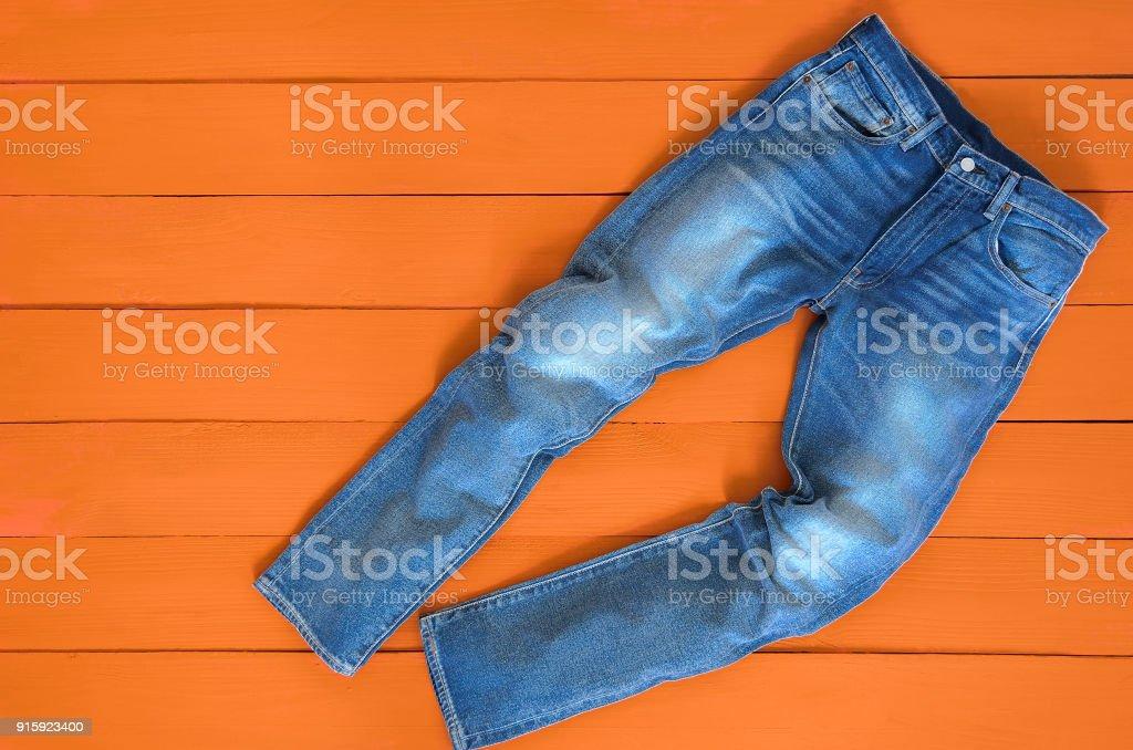 Los Pantalones Del Dril De Algodon Pantalones Vaqueros Para Hombre Azul Sobre Fondo Naranja Contraste De Color Saturado Concepto De Ropa De Moda Ve Desde Arriba Foto De Stock Y Mas Banco