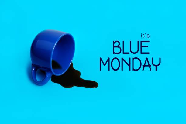 concetto di lunedì blu. caffè versato. giornata deprimente. - blue monday foto e immagini stock