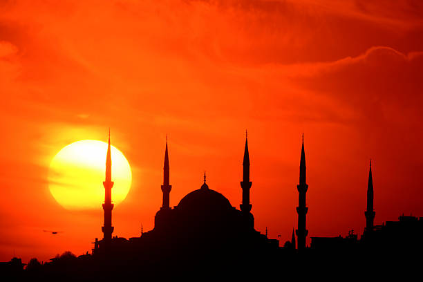 blue mosque and the sunset - moskee stockfoto's en -beelden