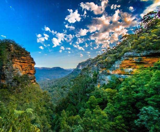 Blue Mountains Lookout from trail at blue mountains just before sunset. rock formations stock pictures, royalty-free photos & images