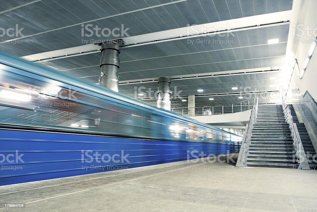 블루 움직이는 열차, 계단 royalty-free 스톡 사진