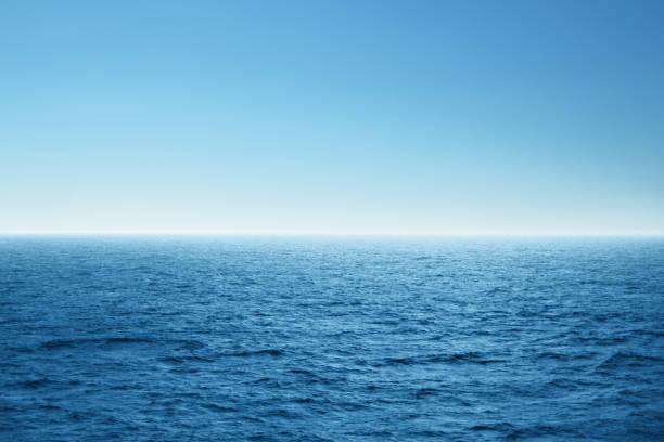 블루 오픈 바다. 환경, 여행 및 자연 개념입니다. - 바다 뉴스 사진 이미지