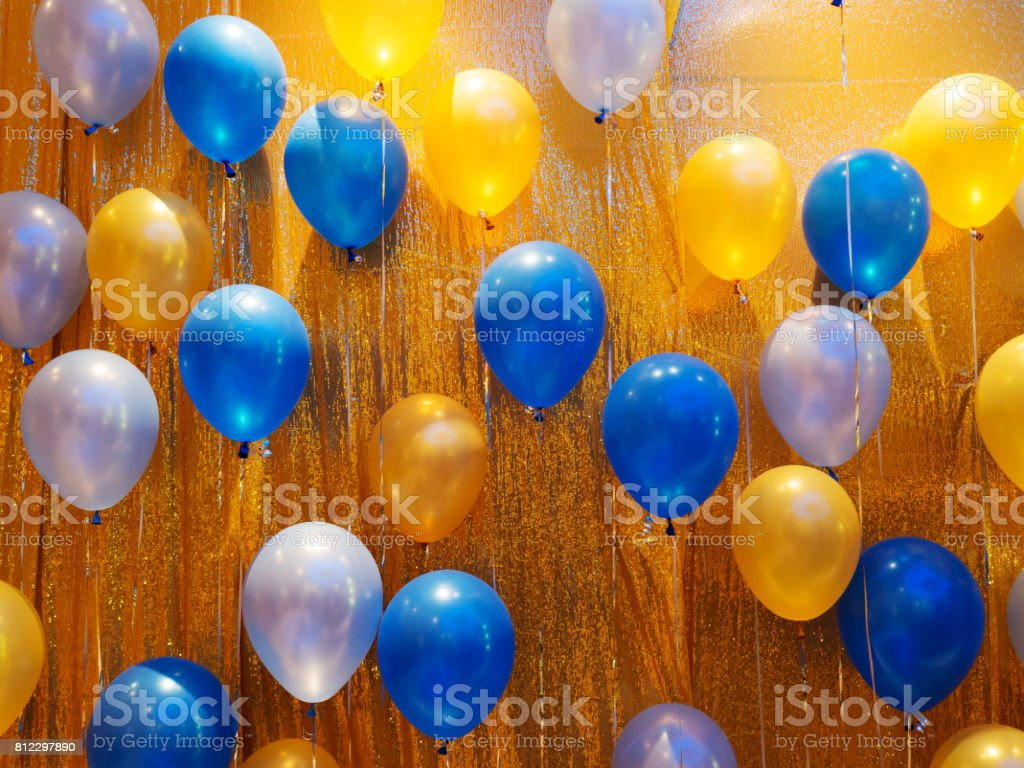 32c5cbc0b7571e Photo libre de droit de Décoration De Ballons Bleu Orange Jaune Et ...