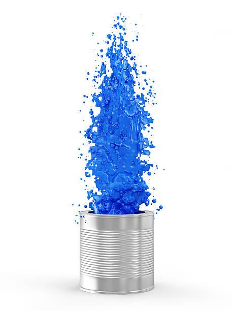 blaue farbe spritzendes wasser aus können, isoliert auf weißem hintergrund - bemalte tontöpfe stock-fotos und bilder