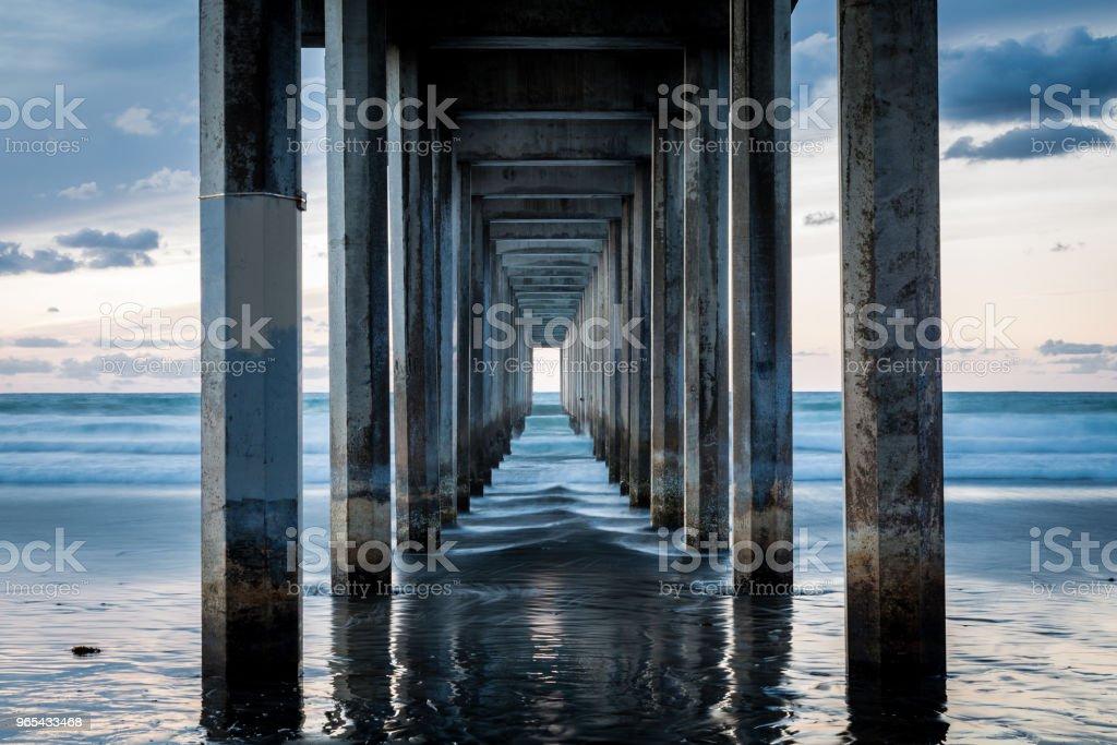 Blue Pier Tunnel View zbiór zdjęć royalty-free