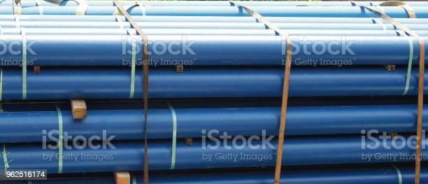 Foto de Tubos De Azuis No Camião e mais fotos de stock de Azul