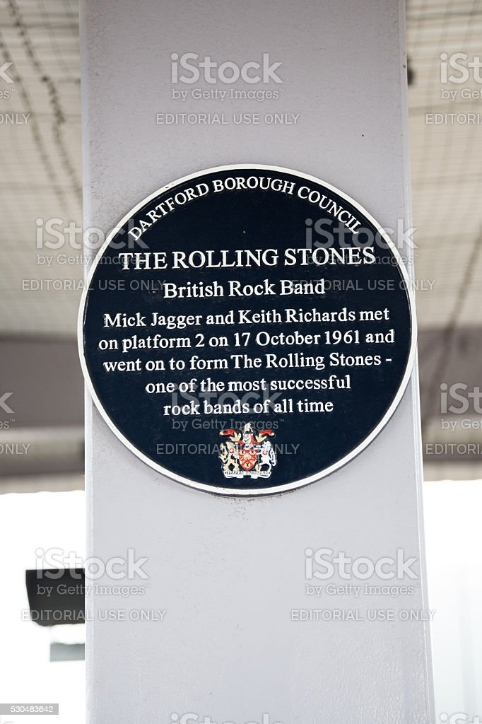 Blue plaque commemorating first meeting of Rolling Stone group founders stock photo