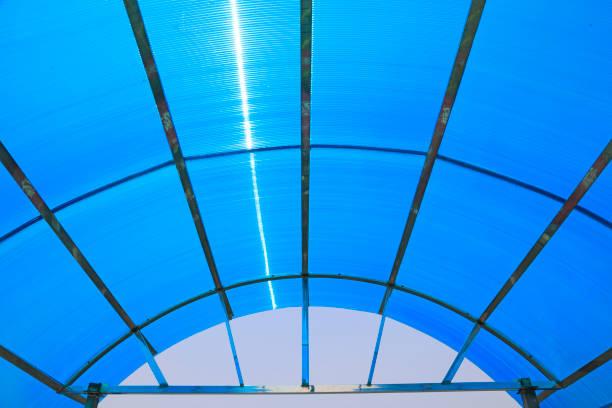 Blaue Kunststoff-Decke – Foto