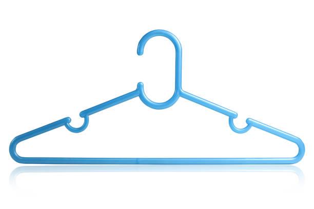 blaue kunststoff-aufhänger für kleidung - bügelsysteme stock-fotos und bilder