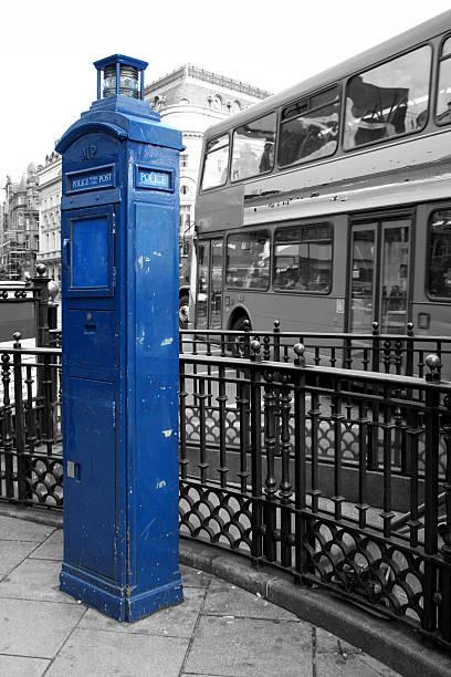 Blu di polizia pubblico finestra di chiamata-Londra - foto stock