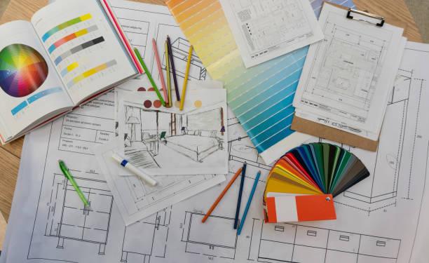 impresiones azules, muestras de color, colores de lápiz, bocetos, planos y documentos para una renovación del hogar - cianotipo plano fotografías e imágenes de stock