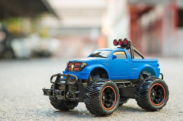 ブルー rc トラック車(無線制御専用車) - リモート ストックフォトと画像