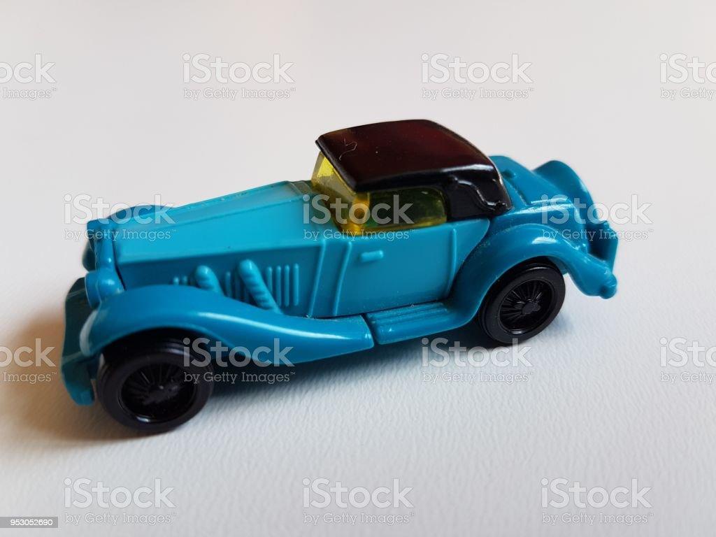 Aislado Más Banco Plástico Y Retro Azul Coche Foto Juguete De Stock XZOkiuP