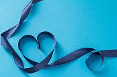青いリボン ギフト イメージ
