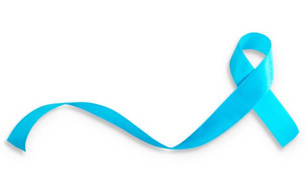 blauw lint symbool voor prostaatkanker bewustmakingscampagne en de gezondheid van mensen in november maand (geïsoleerd op een witte achtergrond, uitknippad) - prostaatkanker stockfoto's en -beelden