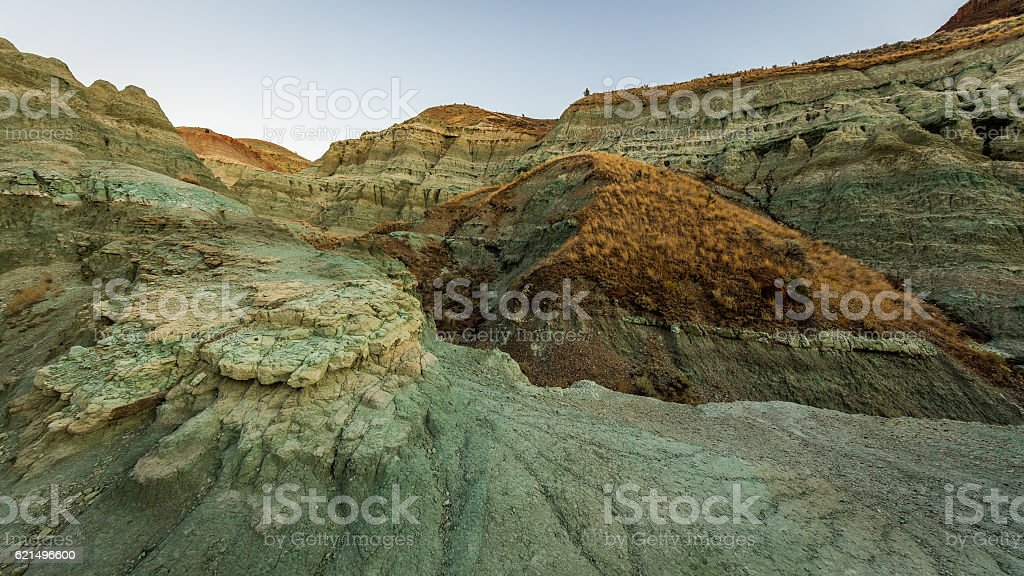 Blue Rock. The unusual color. Dry landscape. Multi-colored layers. photo libre de droits