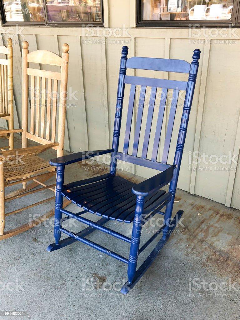 Oude Schommelstoel Te Koop.Blauwe Schommelstoel Voor Een Oude Sedan In Death Valley National