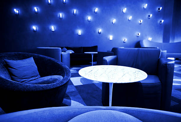 blue zimmer - club sofa stock-fotos und bilder