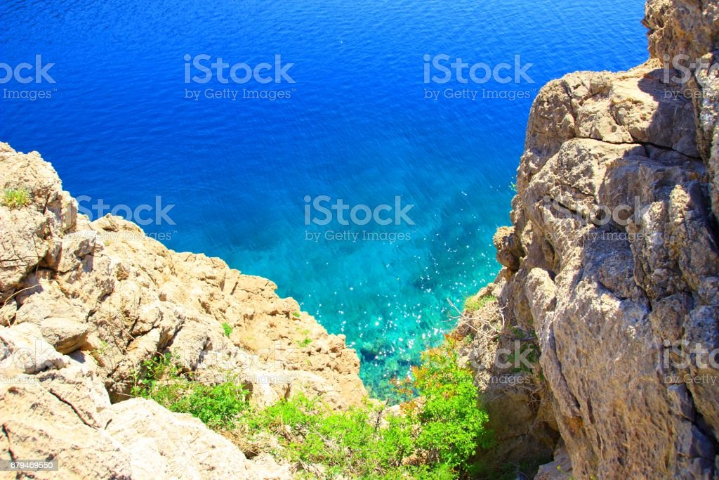 Blue sea and rocky clifs 免版稅 stock photo