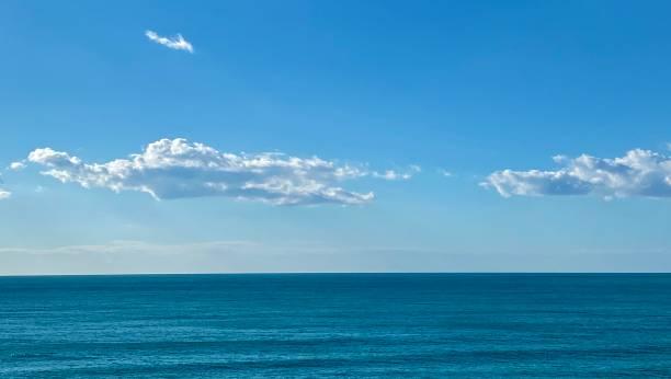 Blaues Meer in Sizilien, Italien – Foto