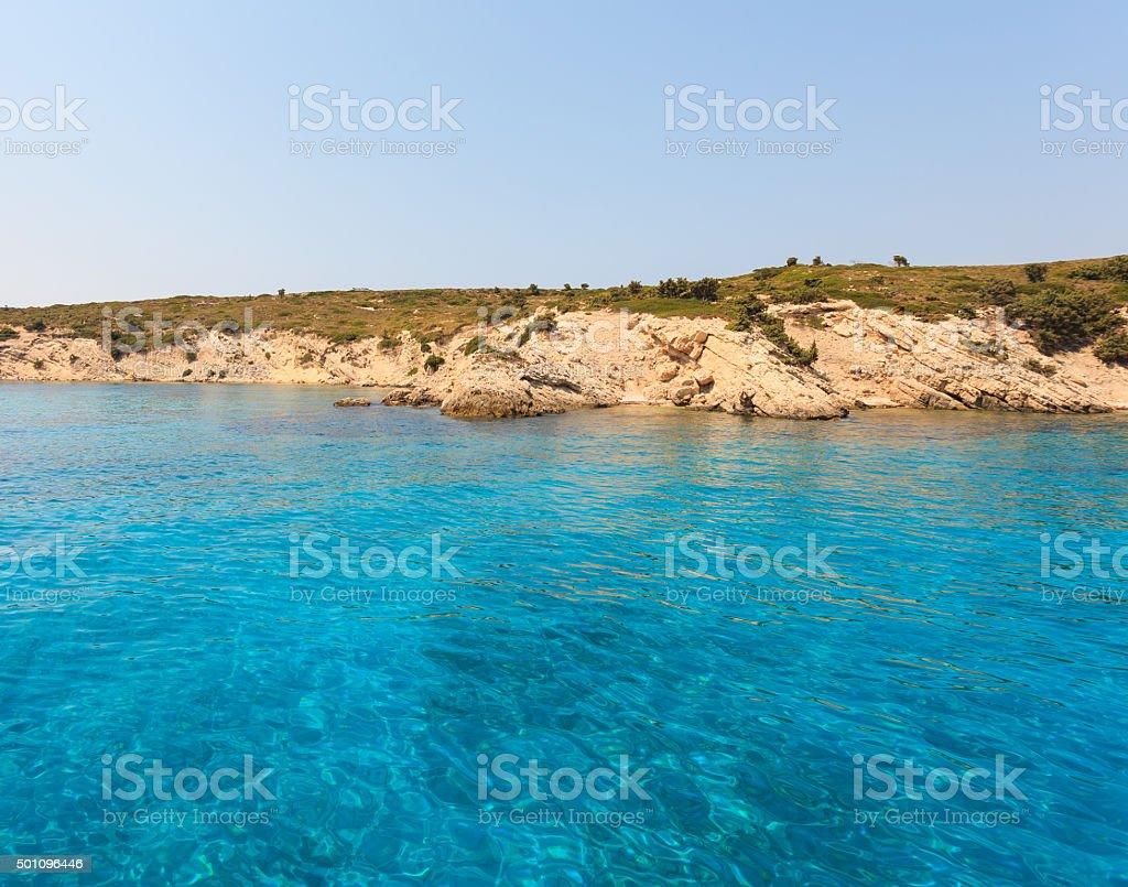 Blaue Meer Wasser in der Nähe der Insel bei Tag – Foto