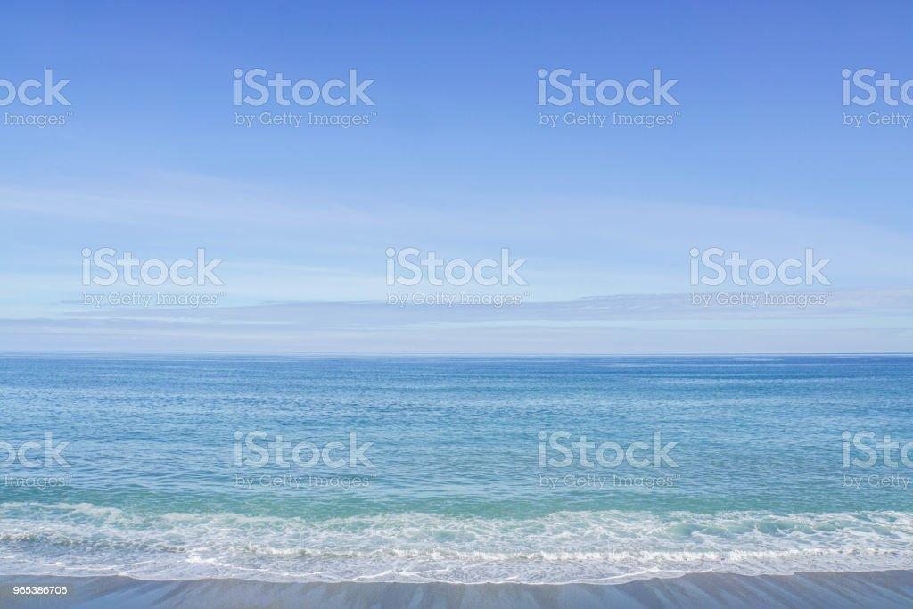 blaues Meer mit WINDWELLEN in sonniger Tag im Sommer - Lizenzfrei Blase - Physikalischer Zustand Stock-Foto
