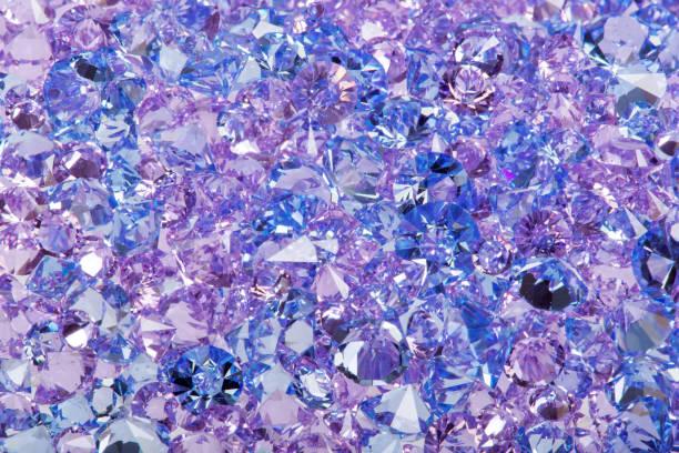 nahaufnahme foto blau glänzende edelsteine - promi schmuck stock-fotos und bilder
