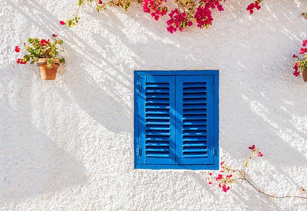 azul nos comutadores janela - com portada imagens e fotografias de stock