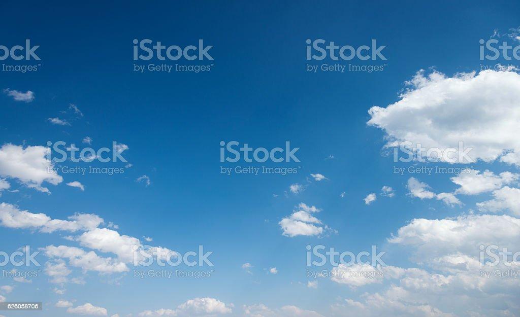 Blauer Himmel und Wolken für Hintergrund – Foto