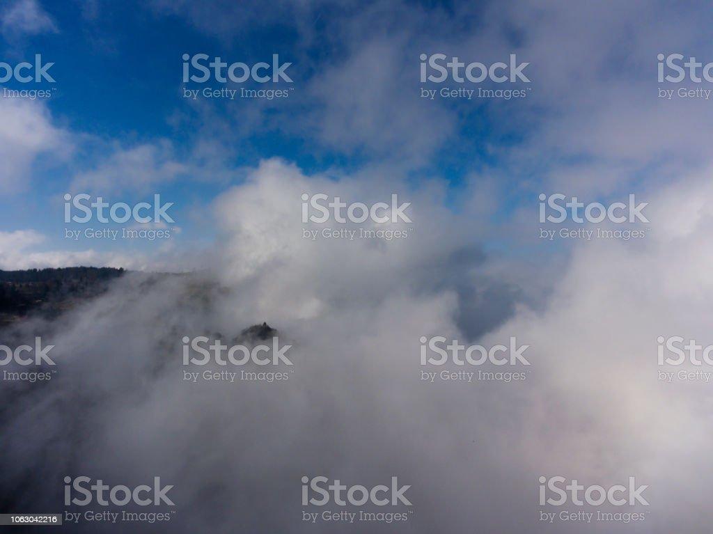 Mavi gökyüzü ve bulutlar stok fotoğrafı