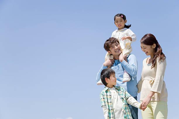 ブルースカイ anf ファミリ - 家族 日本人 ストックフォトと画像