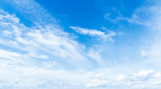 ciel bleu et nuages blancs - sky photos et images de collection