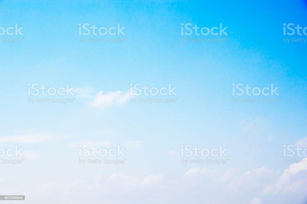 Blauer Himmel Hintergrund und weißen Wolken Weichzeichnen und Kopie-Raum Lizenzfreies stock-foto
