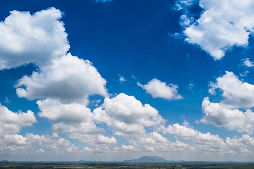 Achtergrond Van De Blauwe Hemel Met Wolken Stockfoto en meer beelden van Beschrijvende kleur