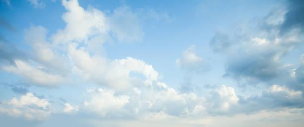 푸른 하늘 구름 배경입니다. 하늘에 구름과 아름다운 풍경 - 구름 뉴스 사진 이미지