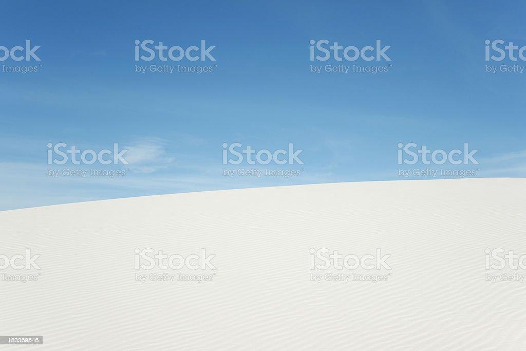 Blauer Himmel über weißen Sand Lizenzfreies stock-foto