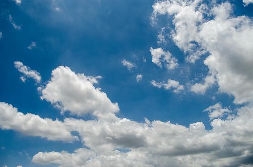 藍藍的天空 照片檔及更多 光 照片