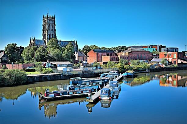 blue sky reflections from st george's bridge, doncaster, south yorkshire, england - doncaster foto e immagini stock