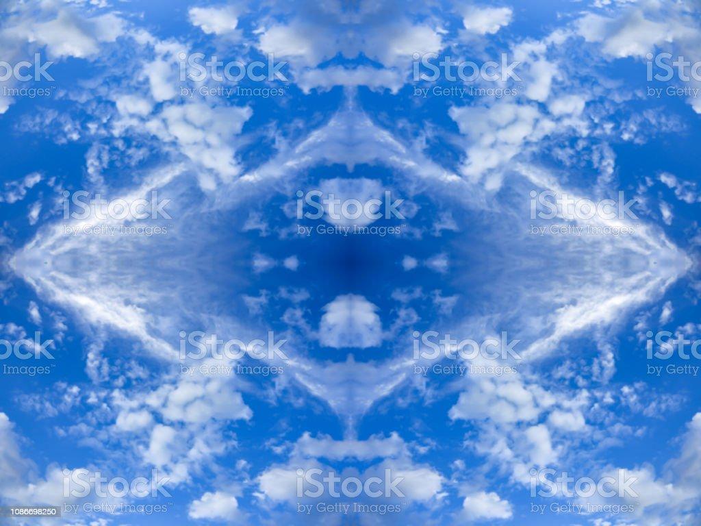 明るい雲と青い空鏡面反射菱形のパターン万華鏡のエフェクトとテクスチャ背景をぼかし抽象的な自然壁紙水平方向 しみのストックフォトや画像を多数ご用意 Istock