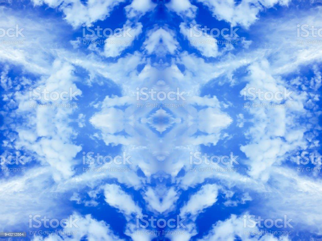 明るい雲と青い空鏡面反射万華鏡のエフェクトと織り目加工の背景抽象的な自然壁紙 しみのストックフォトや画像を多数ご用意 Istock