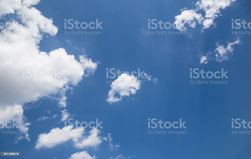 Ciel bleu avec des nuages  photo libre de droits